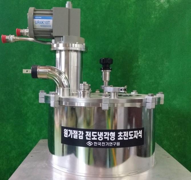 배준한 한국전기연구원 책임연구원팀이 개발한 전도냉각형 초전도 자석. - 한국전기연구원 제공